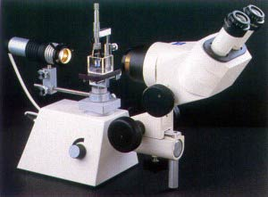 Microscopio gemológico horizontal con cubeta para líquido de inmersión (Inmersionoscopio).