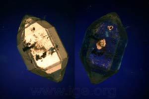 Inclusión de cuarzo en cuarzo, observable entre polarizadores cruzados debido a diferente orientación respecto al cristal huésped.
