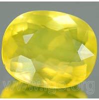 Efecto de opalescencia en ópalo amarillo.